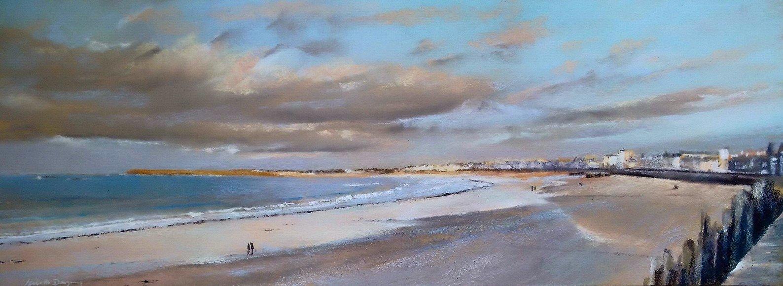 Ambiance poudrée à la plage du Sillon à St Malo - Peinture au pastel sec par l'artiste peintre Isabelle Douzamy - Panoramique 40x102 cm (encadré)